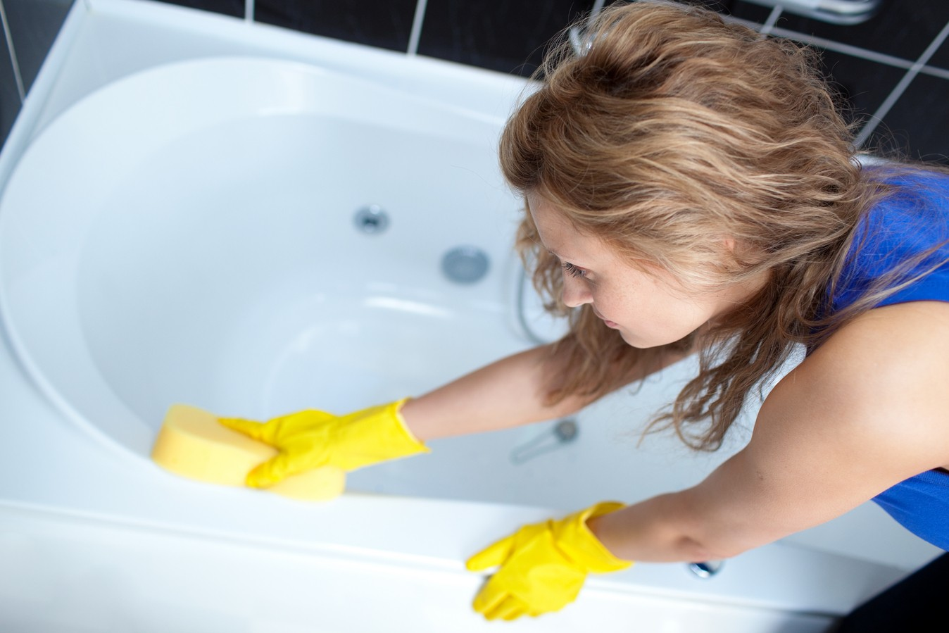 Правильный уход за акриловыми ванными
